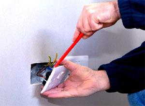 Установка электрических розеток и выключателей